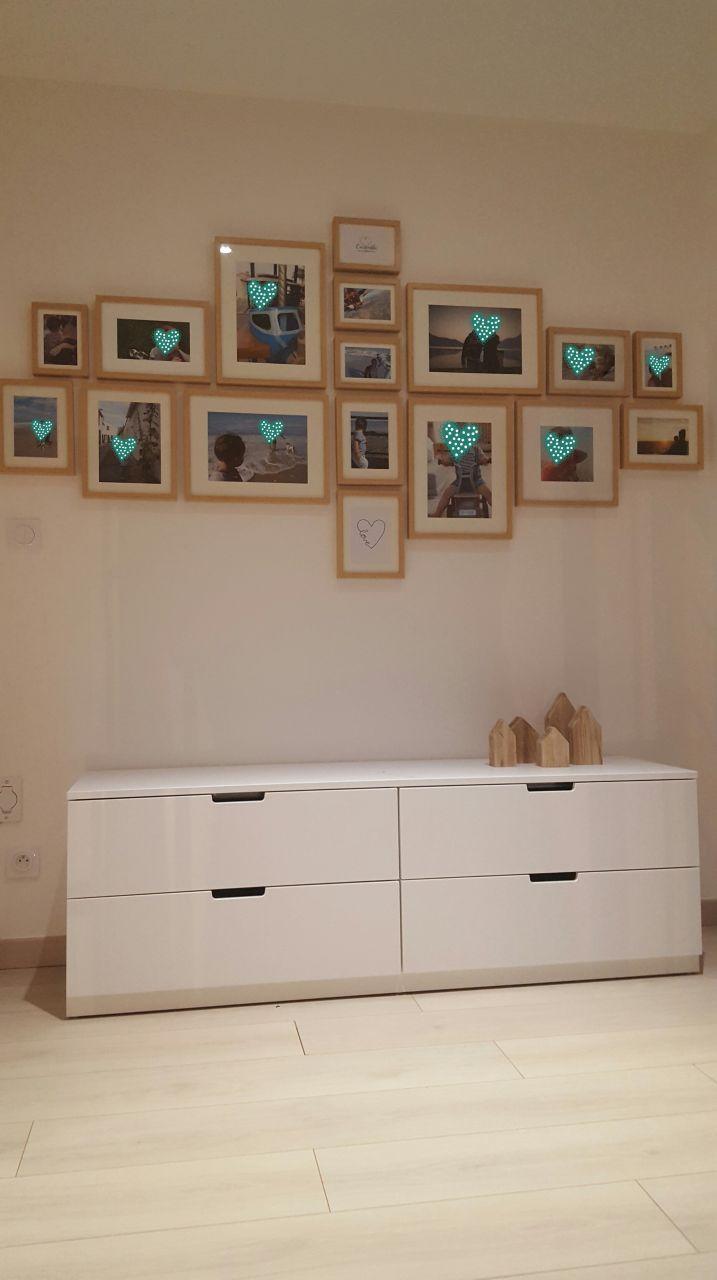 Mur de cadres (cadres milo de LM) et meuble Nordli de chez ikea