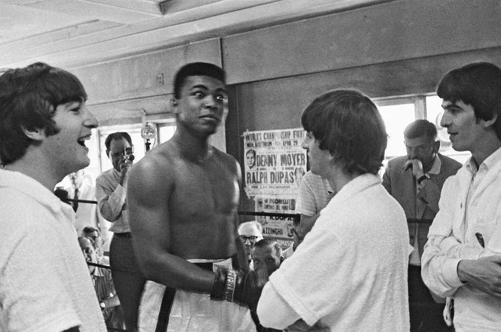 Boxer Cassius Clay meets (from left to right) John Lennon (1940-1980), Ringo Starr and George Harrison (1943-2001) of The Beatles at his training centre in Miami, Florida on 18th February 1964. Photo: Mark And Colleen Hayward, Redferns