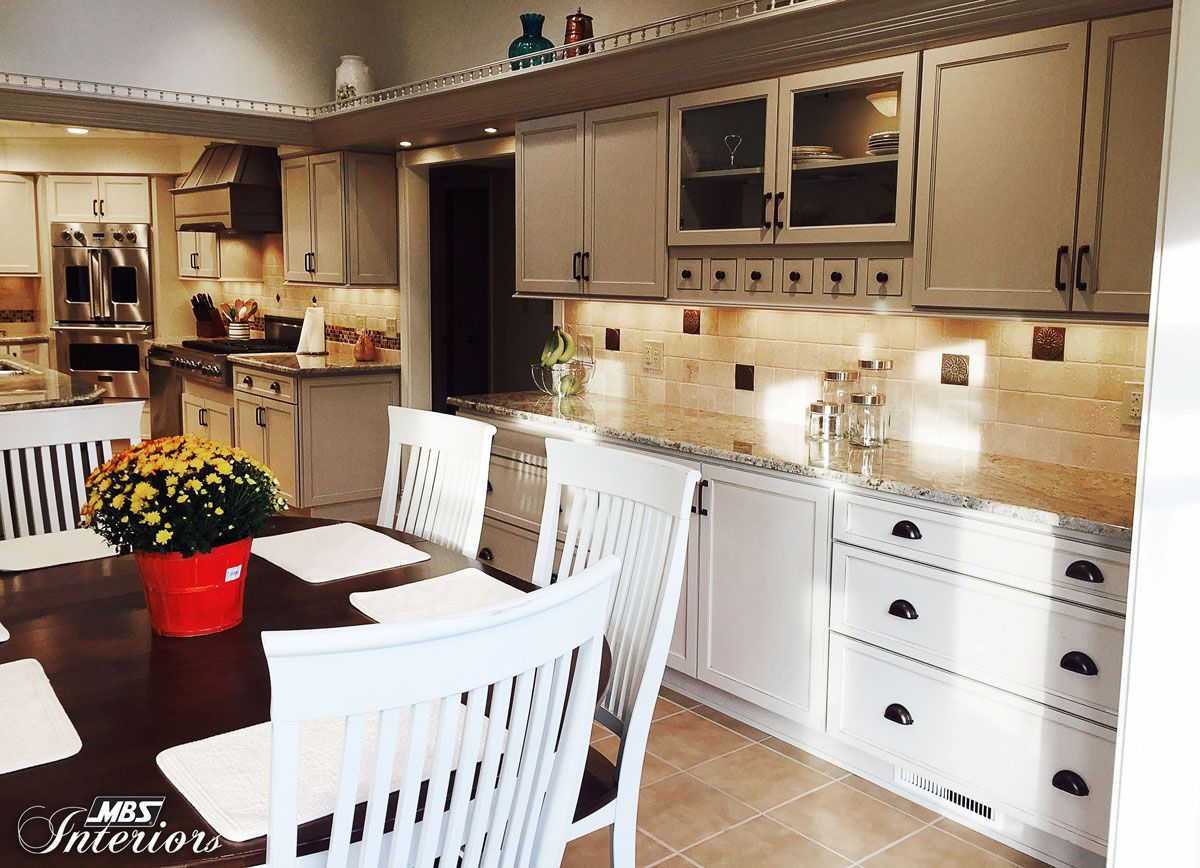Two Por Cabinet Colors White And Gray Created A Beautiful Kitchen In Fairfield