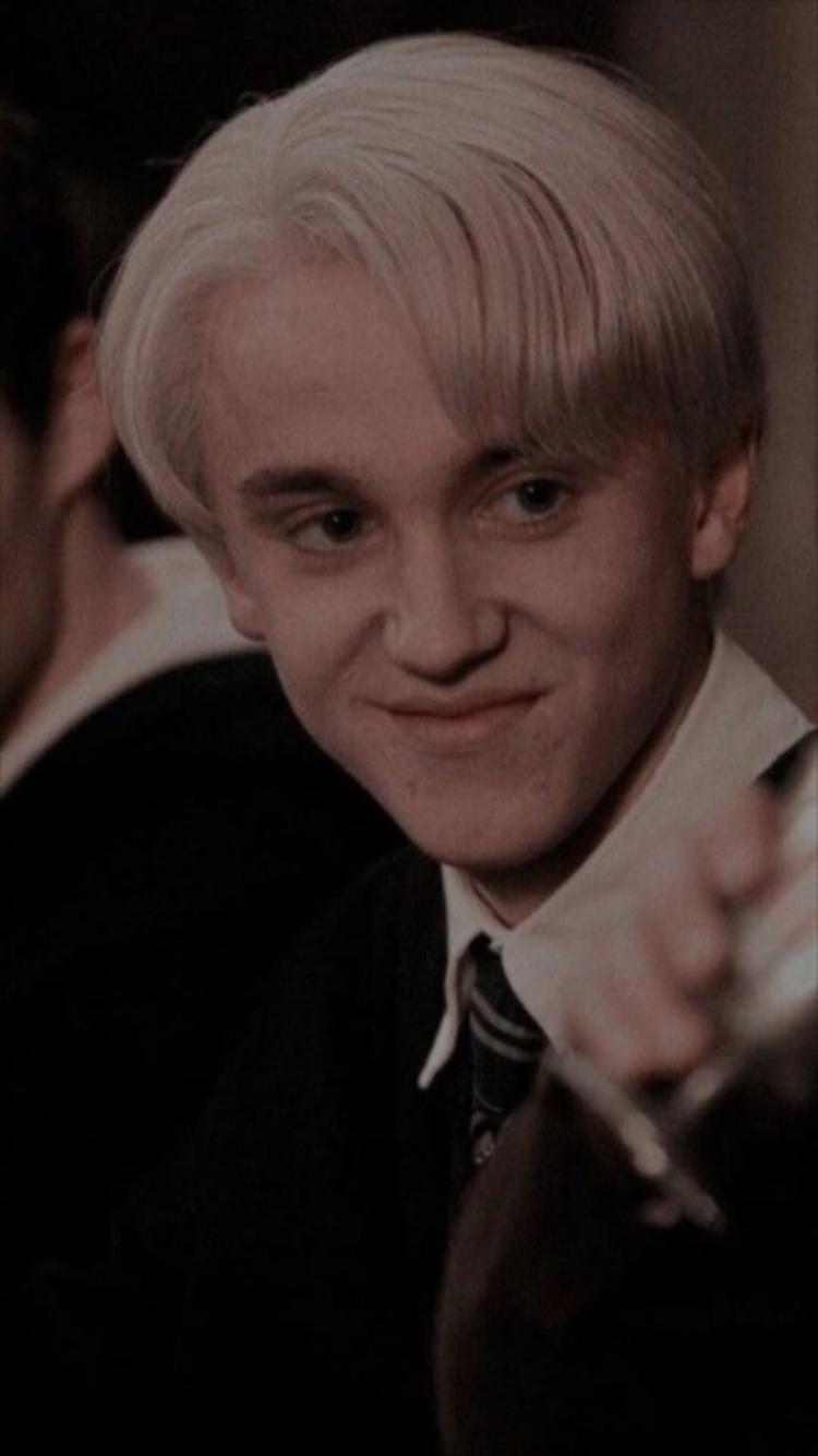 Epingle Par Ju Sur Harry Potter En 2020 Drago Malefoy Personnages Harry Potter Serpendard