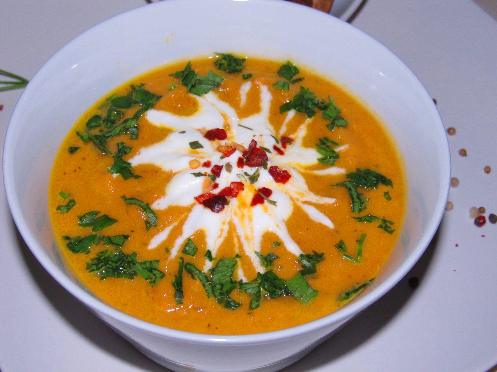 Retete de acasa si de departe: Supa crema de morcovi copti