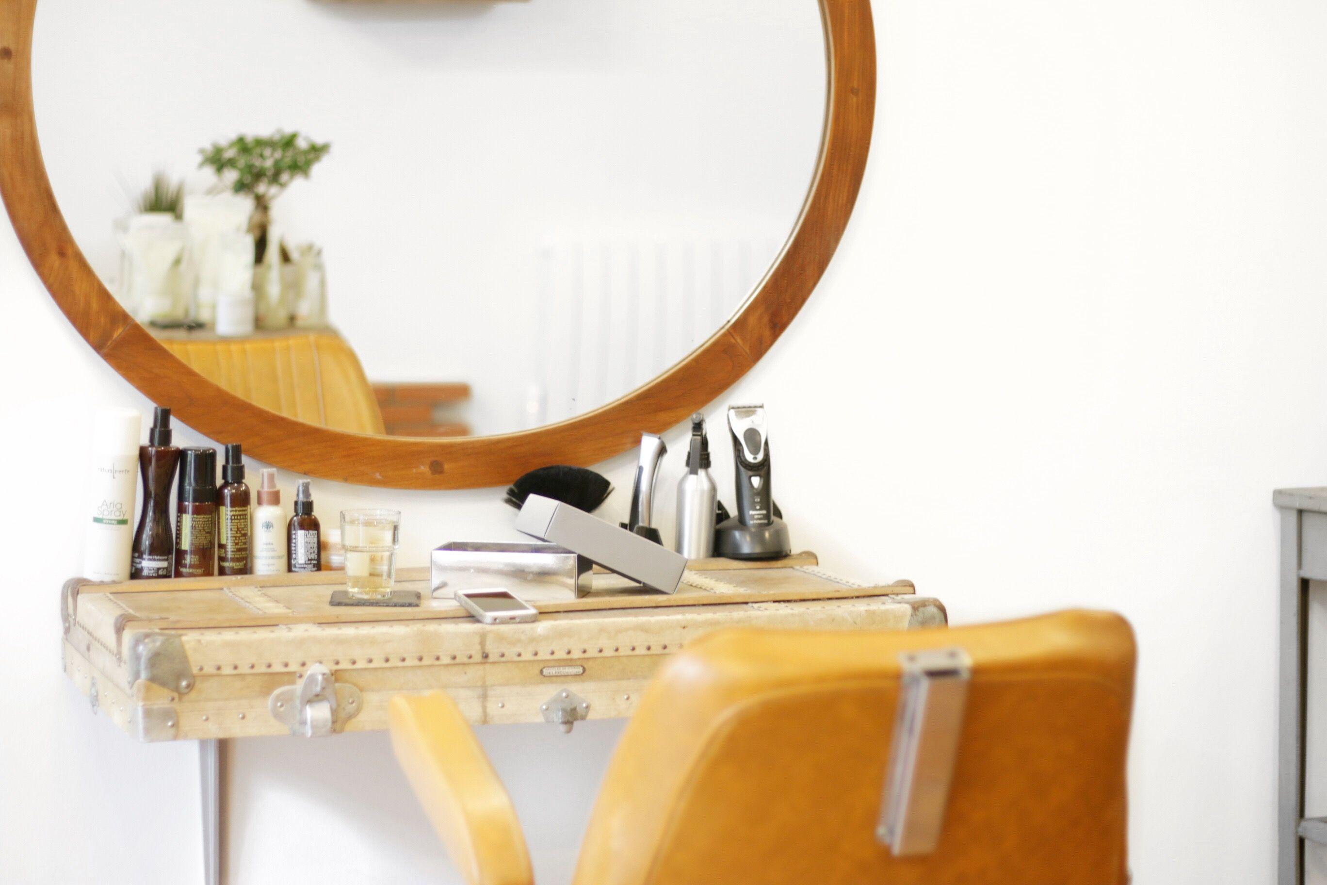 Scult Le Salon De Coiffure Eco Friendly Dis Oui Ninon Miroir Salle De Bain Salon De Coiffure Salon