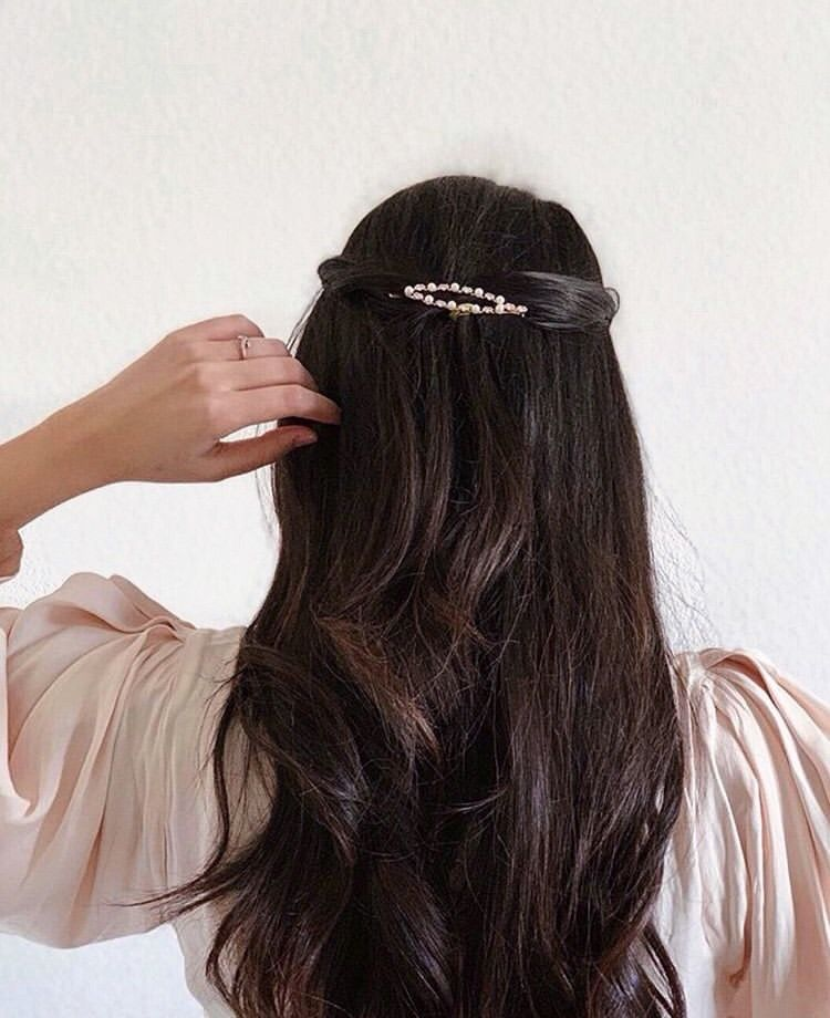Volobeauty Using Our Pearl Barrette To Add Some Details To Her Half Up Style Repost Sohostyle Barrettes In 2020 Luxury Hair Extensions Luxury Hair Hair Styles