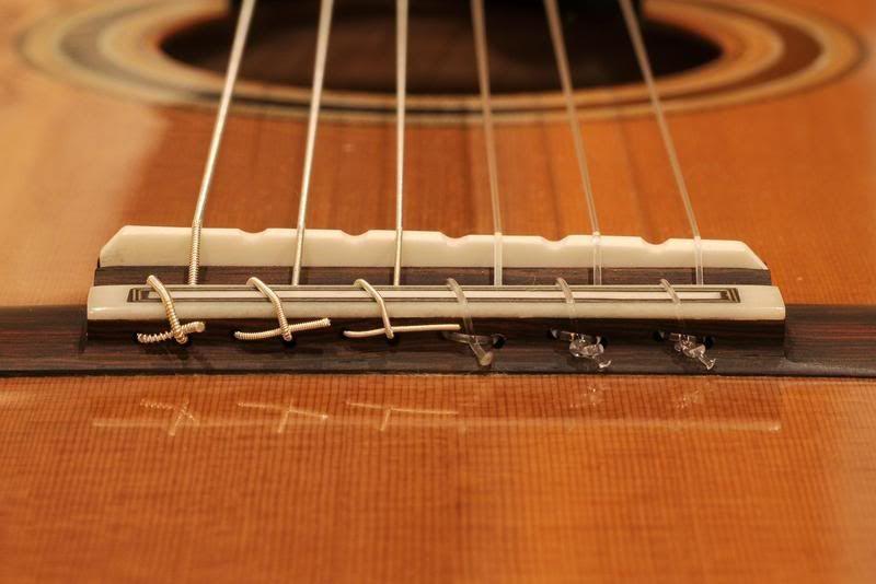 Aprenda tudo sobre Cordas, Tudo sobre cordas de guitarra, baixo e violão.Que cordas usar? Normalmente temos algumas receitas ai, perguntamos para um amigo ou vemos o que nossos músicos preferidos usam. Porém tem muita ...