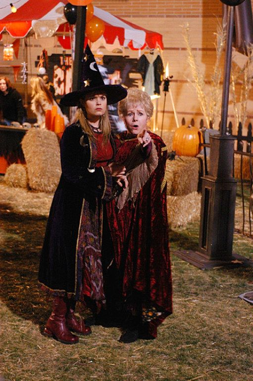 Outfit Inspiration From Halloweentown\u0027s Marnie Piper