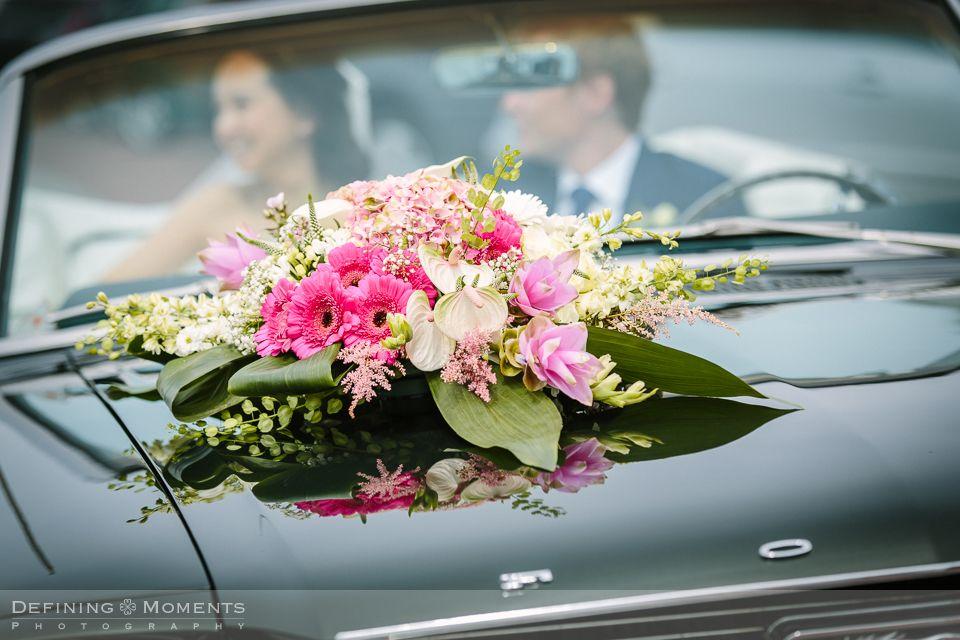 Bruidsboeket in witte roze en crmekleurige tinten met
