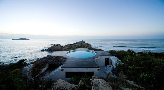 Located in Roca Blanca, Mexico, the Universe House was designed by Mexican artist Gabriel Orozco, and built by architect Tatiana Bilbao.