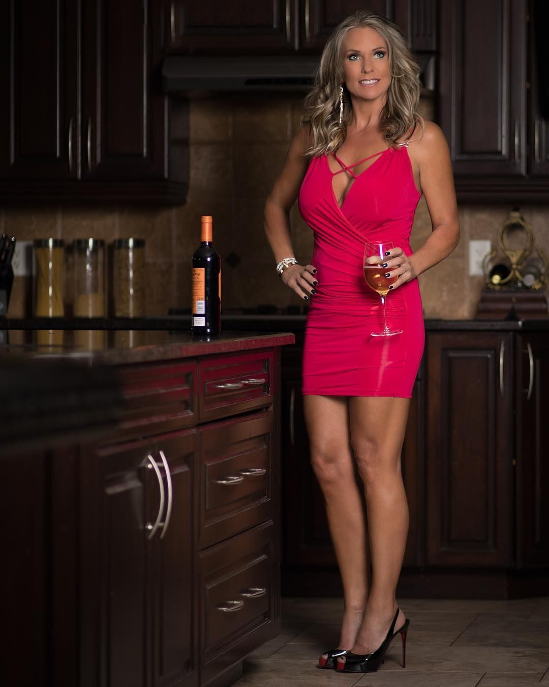saturday night!! cheers to the weekend! . . . . . #picoftheday #milf