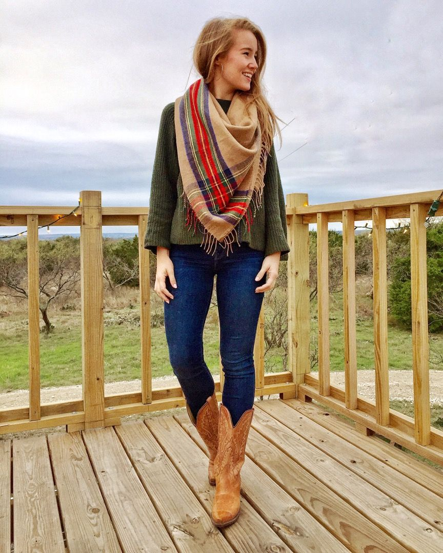 18 Women Outfits With Cowboy Boots