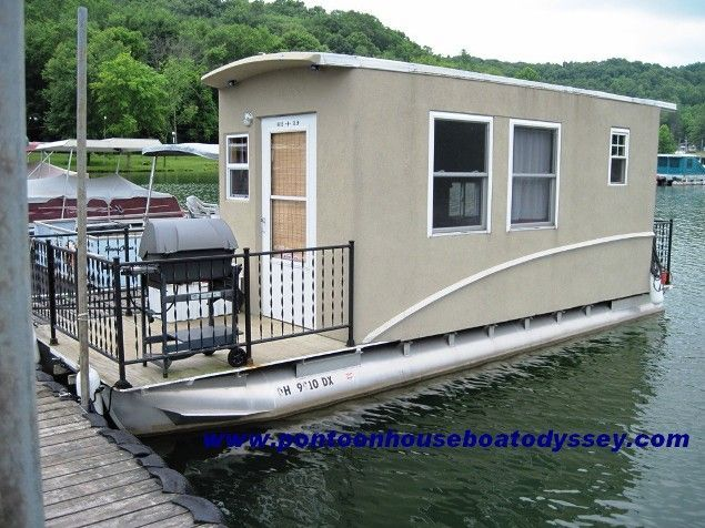 Awesome Pontoon Houseboat, Pontoon Boats, Houseboat Ideas, Houseboat Living, Small  Houseboats, Shanty Boat, Floating House, Pontoons, Wooden Boats