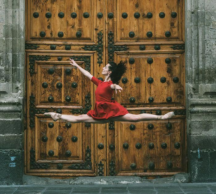 Photographer Documents Dancers Practicing In The Streets