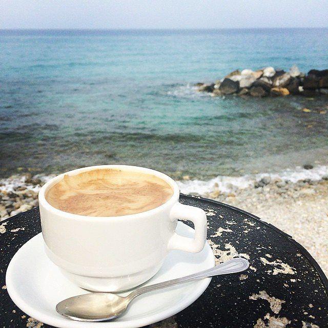 Kaffee redet nicht! Kaffee jammert nicht! Kaffee macht ...