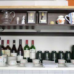 Photo of Mensole da cucina in stile industriale di arch. silvana citterio industrial | homify