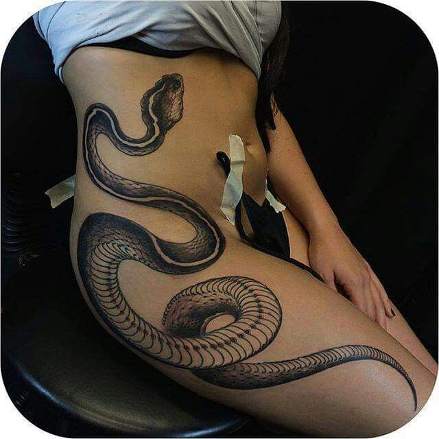 Snake Tattoo Awesome Design Tatouage Henne Tatouage Tatoua