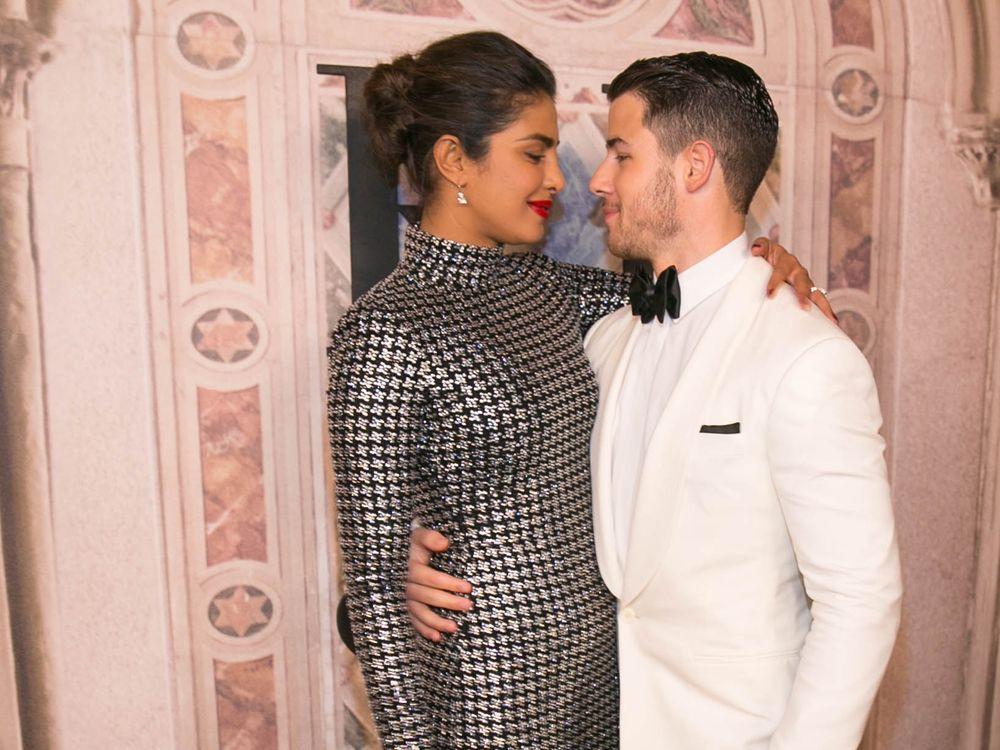 Nick Jonas Und Priyanka Chopra Sie Haben Ja Gesagt Trend Magazin Priyanka Chopra Nick Jonas Hindu