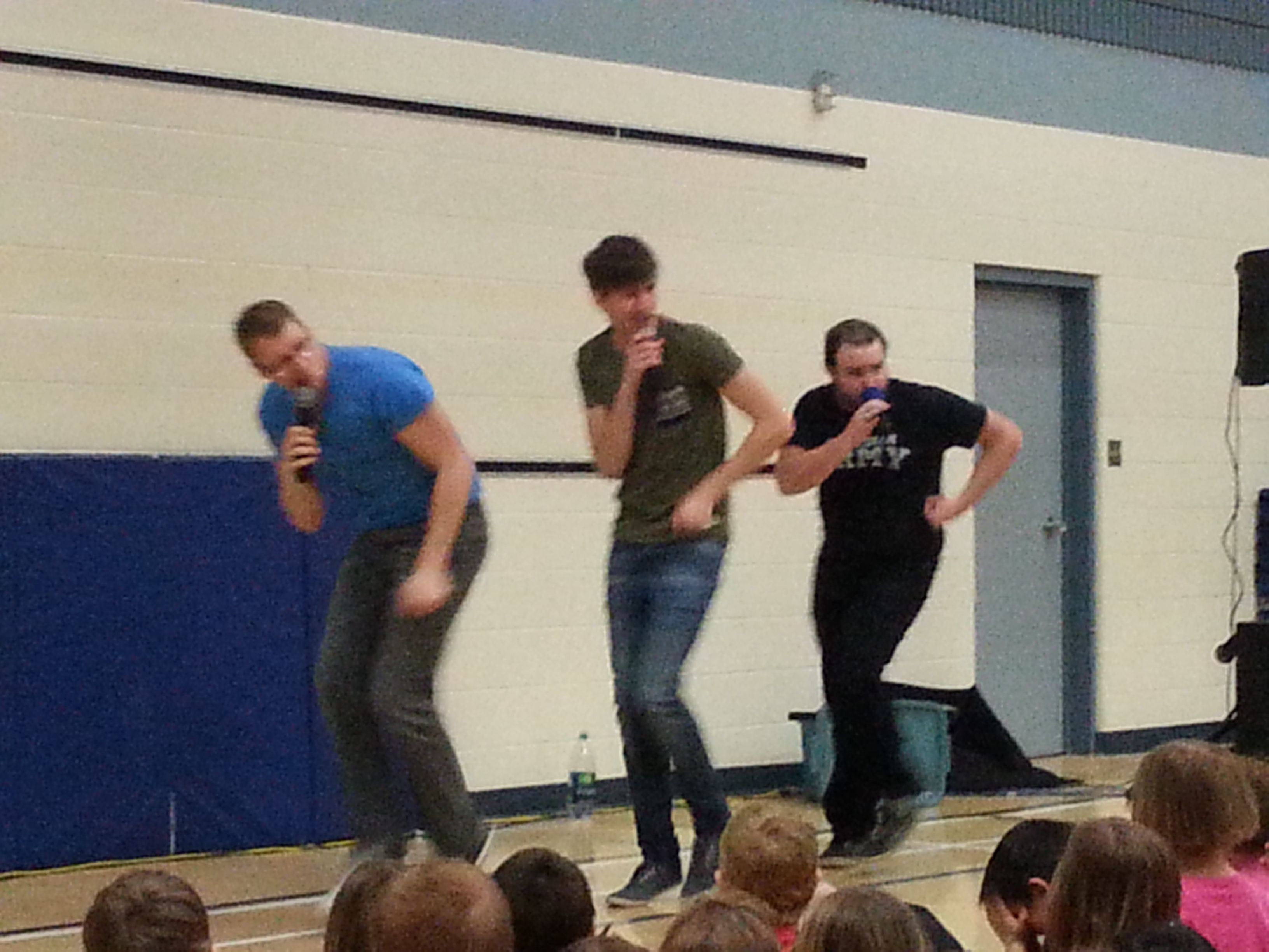 Hoja came to visit our school for a great performance!  Did you know they make music with only their voices?