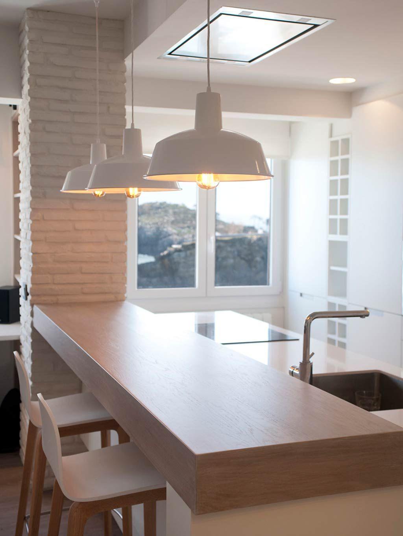 Un piso abierto y adaptable con vistas al mar | Cuines | Pinterest ...