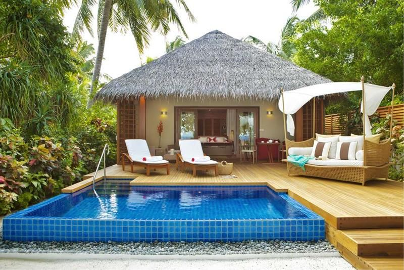 20 Pictures Of The Best Overwater Bungalows Resort In The Maldives Bungalow Resorts Hut House Backyard Resort