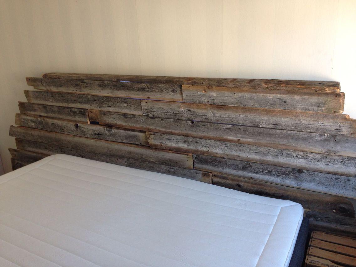 Min egentillverkade sänggavel, tillverkad av gammalt väderutsatt virke från en gammal rökkåta! #