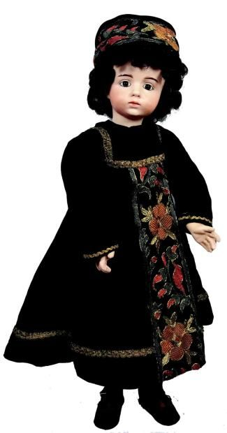 Albert Marque doll dressed in Albanaise costume. N°53.