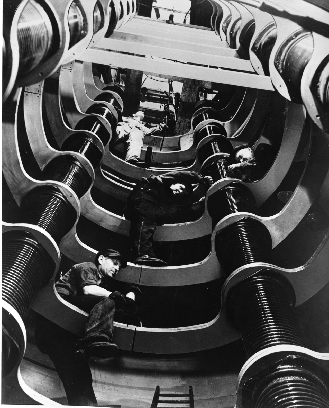 Inside the Westinghouse Atom Smasher, 1937