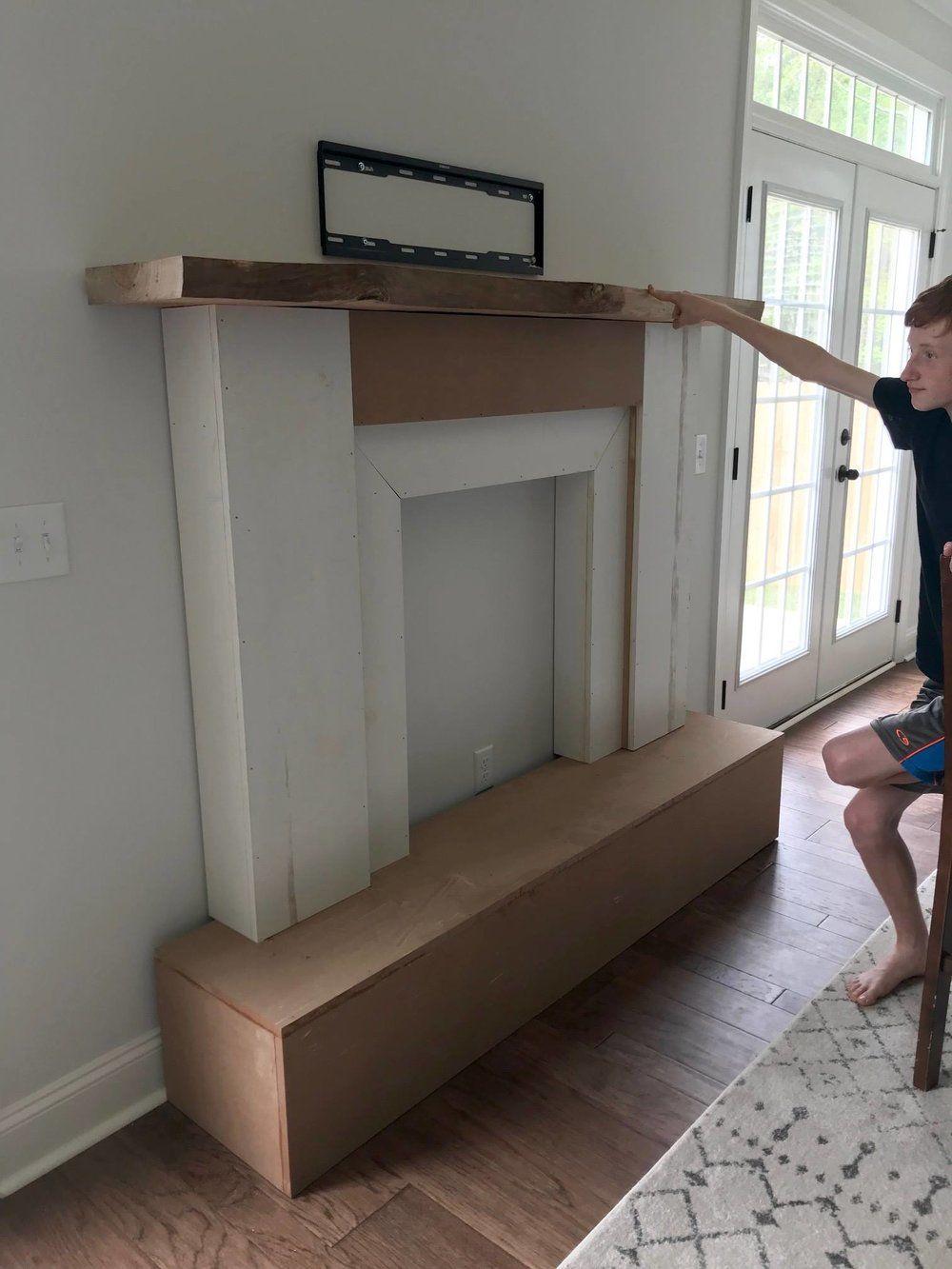 DIY Faux Fireplace and Shiplap wall Diseño de chimenea