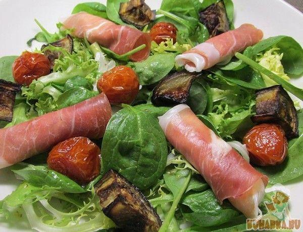 Салат по-итальянски с рулетиками из пармской ветчины