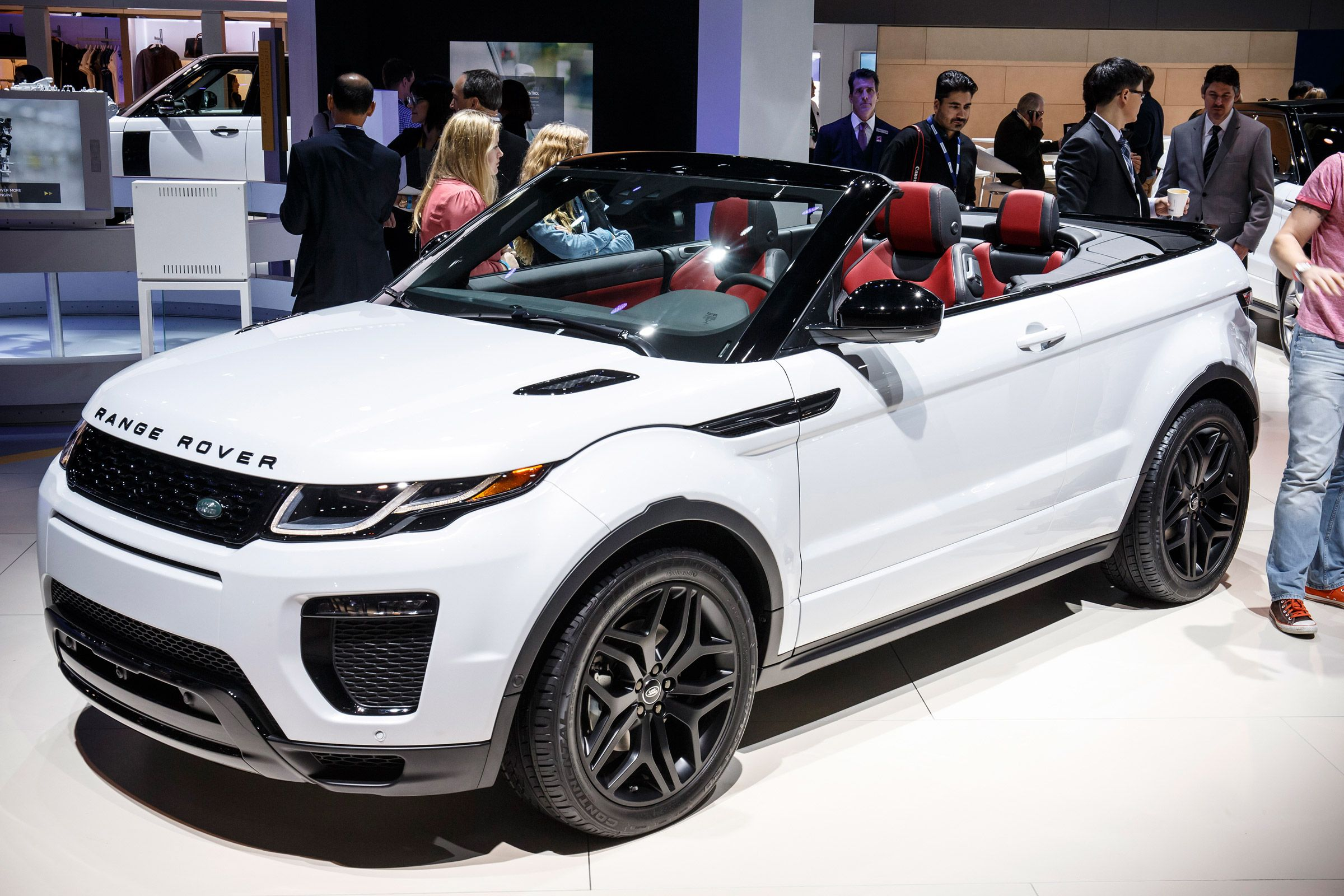 land rover has built the world s first luxury suv convertible the range rover evoque. Black Bedroom Furniture Sets. Home Design Ideas