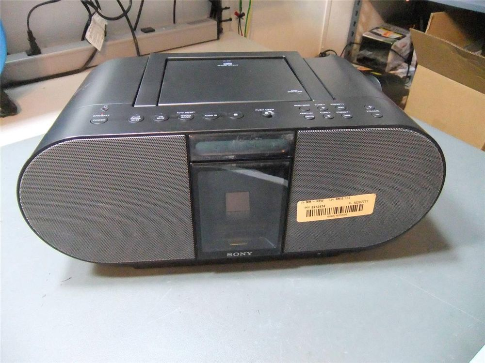 Sony ZS-S4iP CD Player AM/FM Radio iPod iPhone 4 Portable