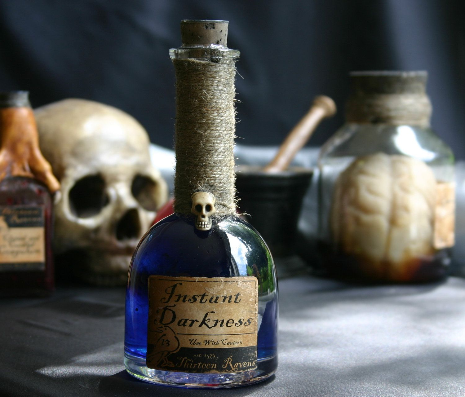 Potion Bottle for Instant Darkness I like the look of this etsy shops potion bottles