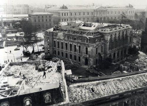 Demolición del que fuera segundo palacio de los Duques de Medinaceli en Madrid, frente a la Biblioteca Nacional.