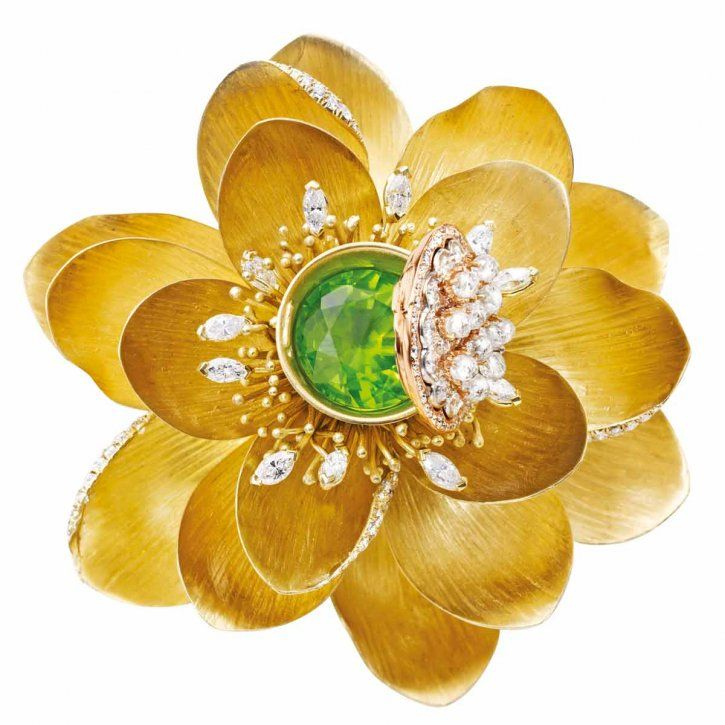 Lotus brooch in 18-carat yellow and rose gold with diamonds and removable peridot by Mish Tworkowski