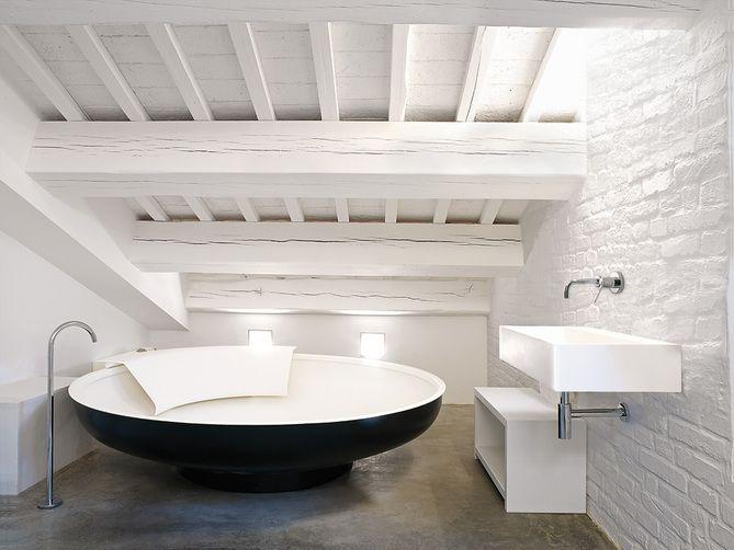 Reforma ba o ba era exenta lavabo de dise o con grifo - Banera exenta ...