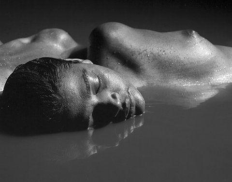 Wenn du dich im Ausdruck der Liebe entspannst, verlagert sich den Selbstverständnis von der Individualität zur Universalität ..... If you relax into the expression of love, your self-understanding shift from the individuality to the universality - Ken Carey