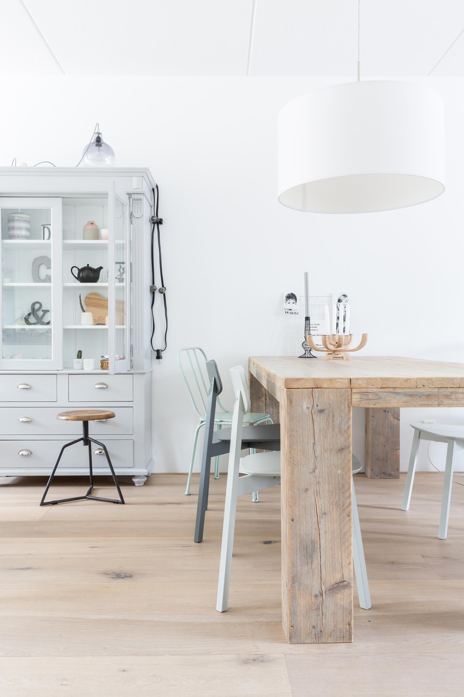 ♥ mooie houten eettafel gecombineerd met verschillende stoelen en ...
