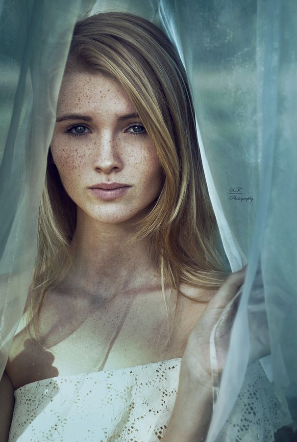 This is the very essence of the main character in my book, Auna. Sprinkles of freckles... long blond hair... a tragic, sorrowful, and mysterious look.