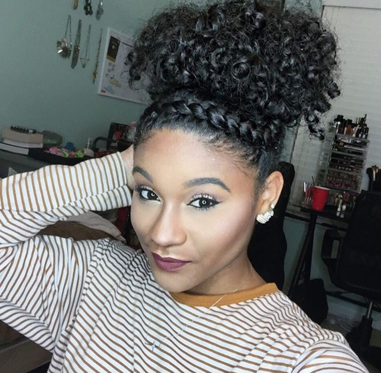 4 Natural Hair Bun Styles That Are Absolutely Stunning Natural Hair Bun Styles Natural Hair Updo Natural Updo