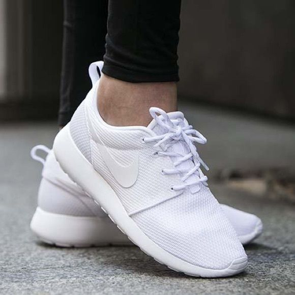 nike white roshes 9.5