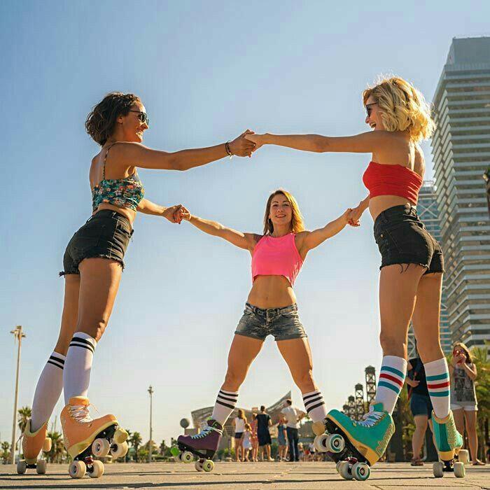 Pin By Smigit90 On Roller Skating Roller Skating Outfits Roller Derby Girls Roller Skates Vintage