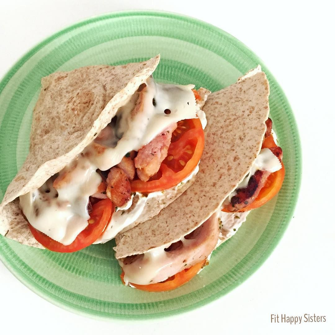"""QUESADILLAS HEALTHY ! Ingredientes: . 1 tortilla/fajita integral tomate fresco 1 loncha queso bajo en grasa (nosotras compramos el Havarti light de…"""
