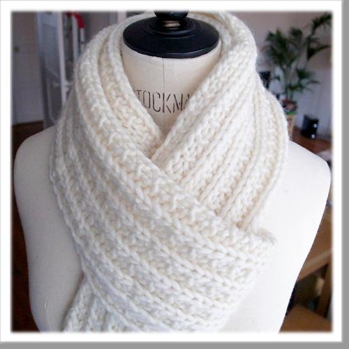 tricoter une echarpe blanche