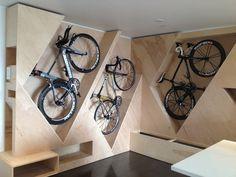 This is perfect. It would free up so much space. Amalia:: curioso diseño de tienda por la colcacion de las bicicletas en la pared