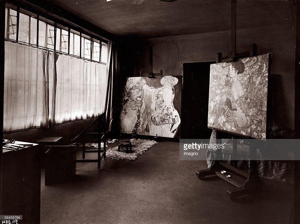 The last studio of Gustav Klimt in Vienna, 8th district, Feldmuehlgasse 11, with two unfinished paintings. Photography. 1918. (Photo by Imagno/Getty Images) [Gustav Klimts letztes Atelier in Wien XIII., Feldmuehlgasse 11, mit den beiden unvollendet hinterlassenen Bildern 'Dame mit Faecher' (D 203) und 'Die Braut' (D 222). Photographie. 1918.]
