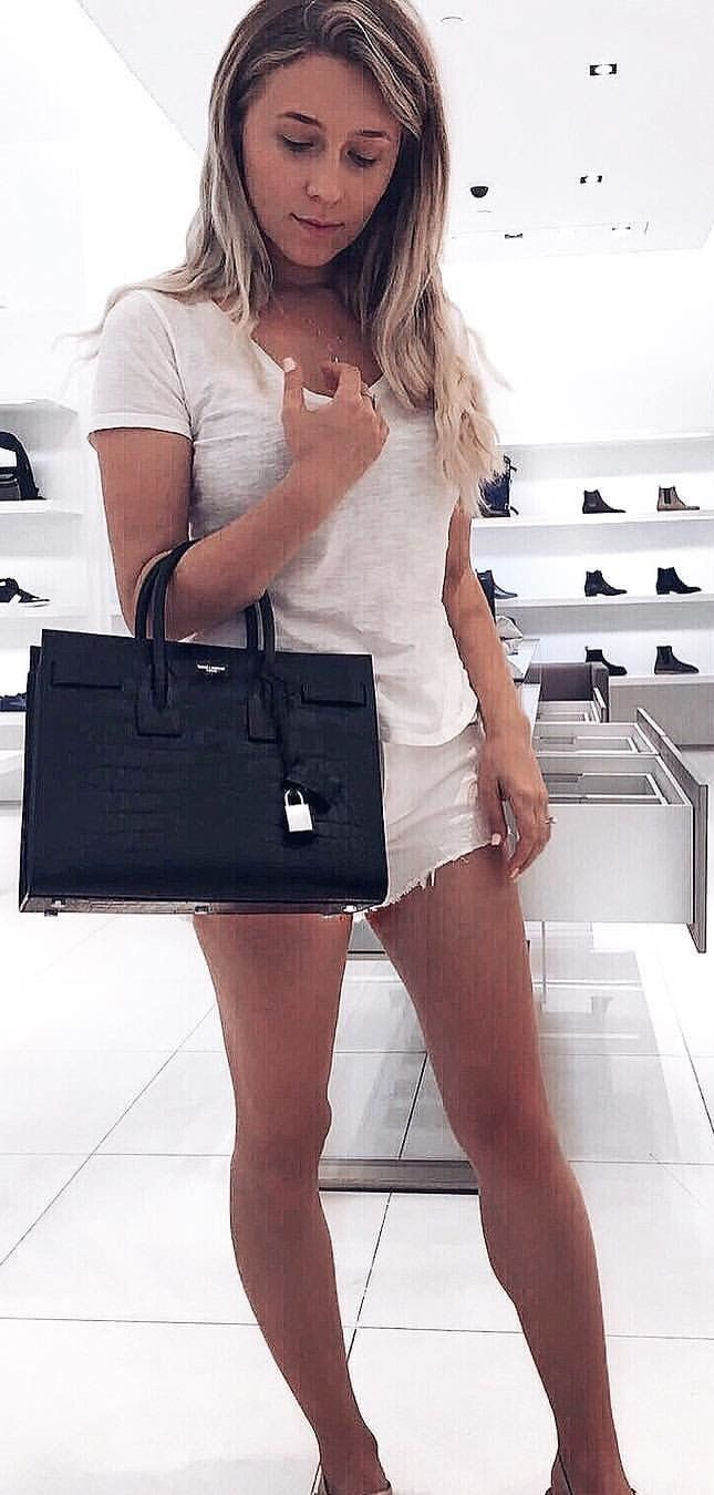 d7ae612005040  fall  outfits White Tee + White Denim Short + Black Leather Tote Bag