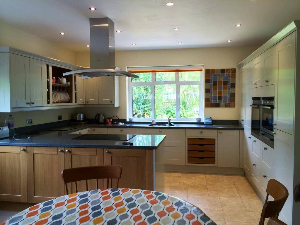 Best A Stunning Linda Barker Kitchen Design In Putty Eggshell 400 x 300
