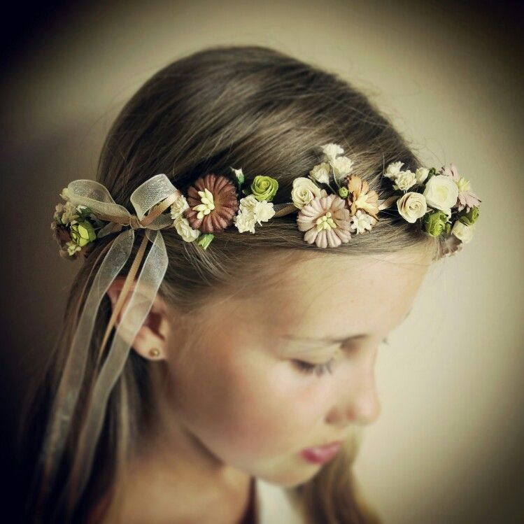 Ophelia hair garland. This gorgeous flower crown would look great at a woodland wedding. Handmade by www.bloomingloopy.com