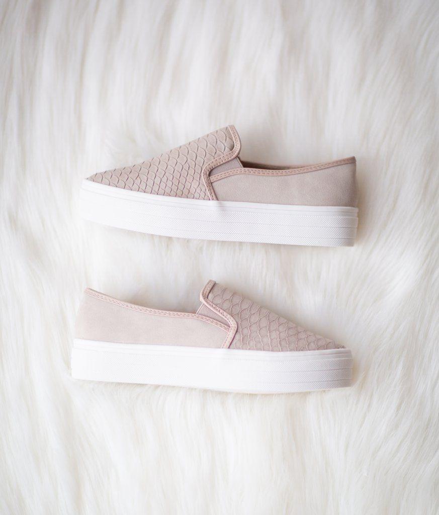 Sneakers, Vans classic slip on sneaker