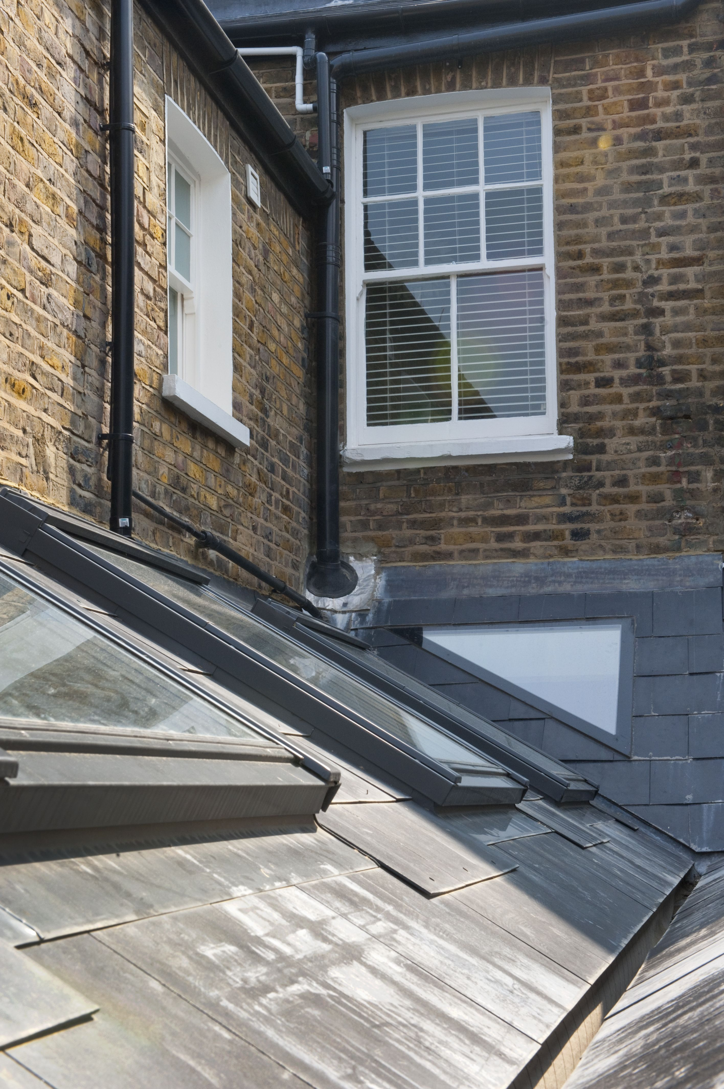Roof Repair Tips Find And Fix A Leaky Roof Roofing Design Guide Kitchen Extension Roof Light Side Return