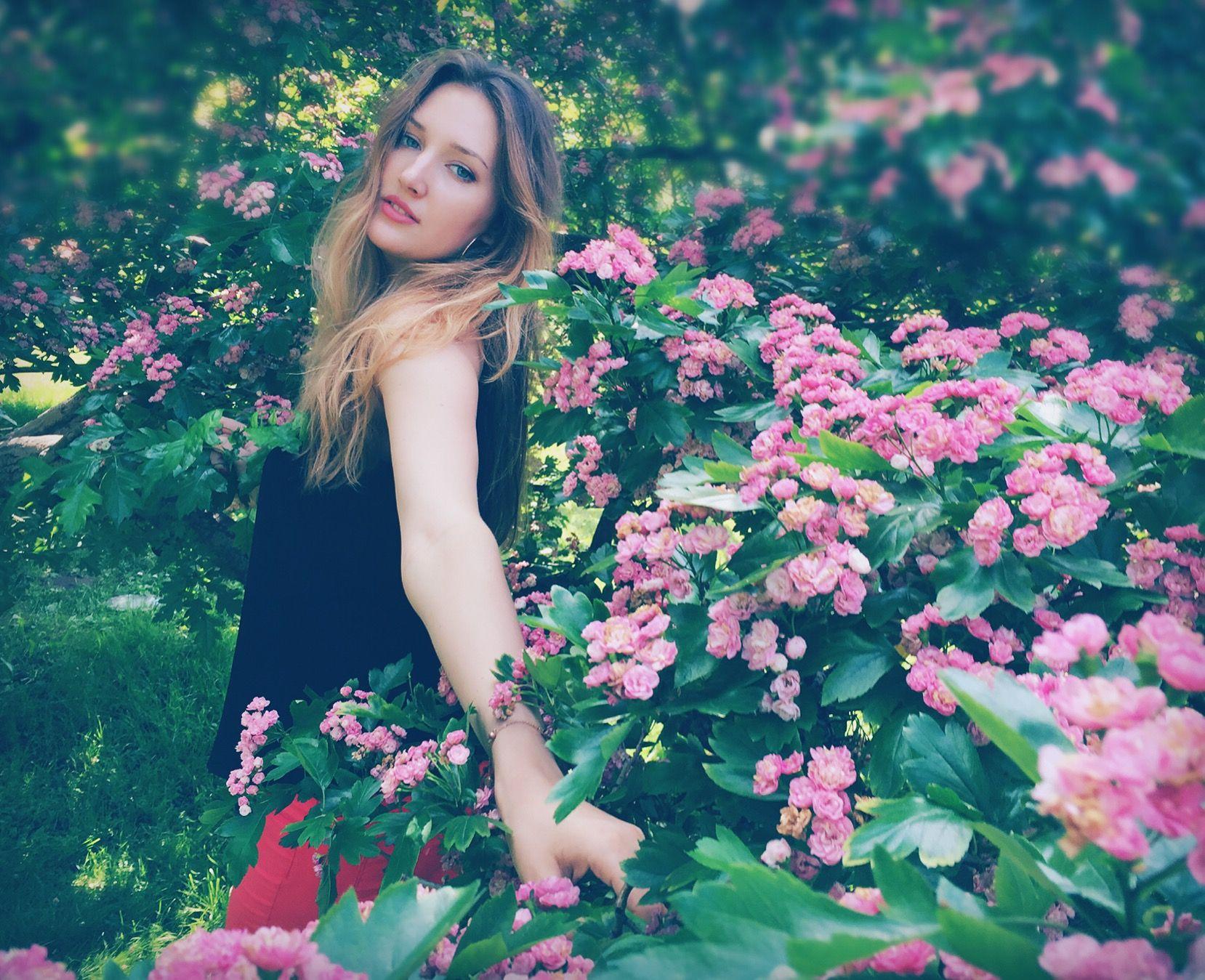 """Résultat de recherche d'images pour """"girls summer nature"""""""