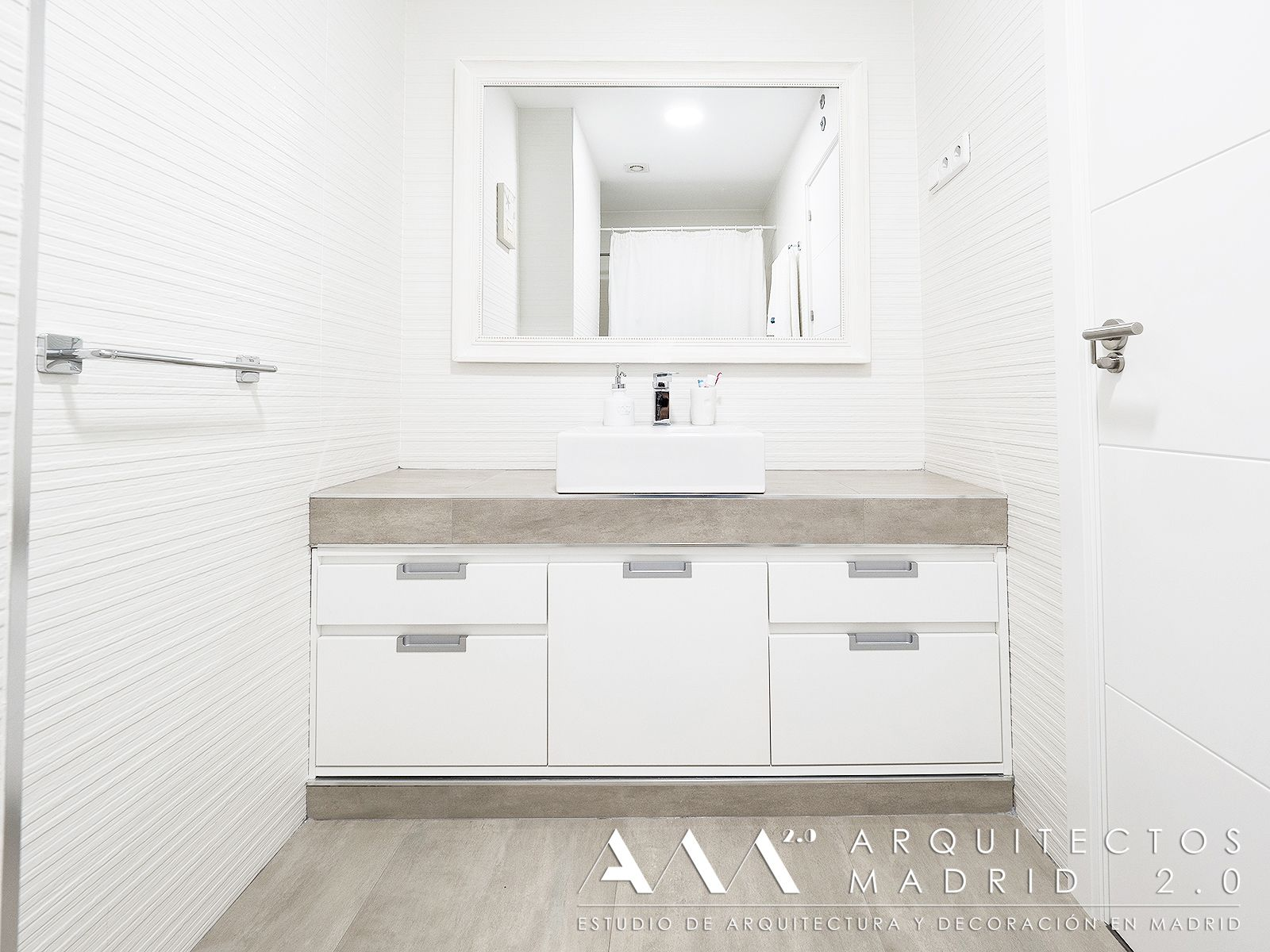 Ideas ba os peque os muebles lavabo a medida de pared a for Bano muebles blancos